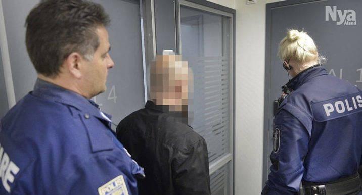 SJÄLVMORDSFÖRSÖK Under måndagen hölls den första delen av rättegången mot den man som i januari skjutit mot polis i Eckerö.    Försök till självmord, menar han att är motivet.