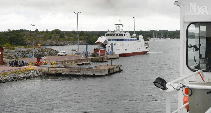 Det blir dyrt att fördjupa farleden mellan Harparnäs (bilden) och Karlby.
