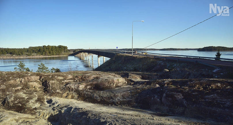 BÄTTRE FÖRUTSÄTTNINGAR Då den här bron göts var det för kallt och betongens hållbarhet försämrades. Nu vill landskapet garantera korta levereanstider för att den betong som levereras till den nya bron ska vara av bästa tänkbara kvalitet.