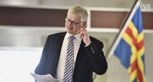 NY KOMMITTÈ Harry Jansson vill inte att de kunskaper som i dag finns i Ålandskommittén ska gå förlorade. Han vill bilda en ny parlamentarisk åländsk kommitté som både fullföljer den nu pågående processen och inleder en ny.