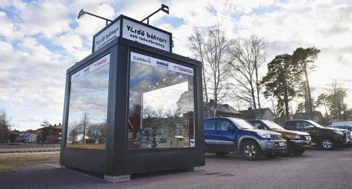 VISNING På parkeringen vid Bilmacken kan man bekanta sig med Vårdö båtvarvs utbud.