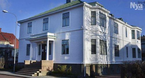 BLIR HOTELL Både det här huset, Kaptensgatan 15, och grannen nummer 13 ska rivas. Om de ersätts med en eller två byggkroppar är ännu inte bestämt.