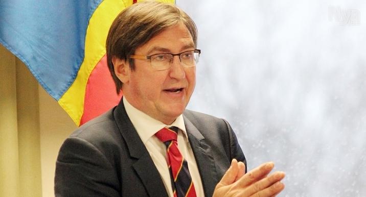 INTE GLAD Centerns partiledare Jörgen Pettersson är allt annat än glad över gårdagens besked  att Ålands sexton kommuner ska bli fem före nästa val.
