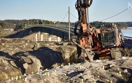 MÅNGA NYA INVESTERINGAR Landskapets investeringsskuld är stor. När man nu öppnar upp för att låna till satsningarna. På bilden Vårdöbron.