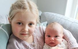 Elin Lindfors och Johan Roselius i Finström Vandö fick sonen Theo den 16 mars kl. 2.07. Vid födseln vägde han 3525 gram och var 48 cm lång. Theos storasyster heter Amanda.