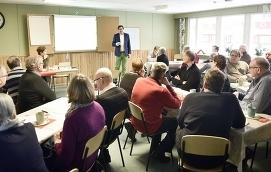 FÖR SENT Att Centern kommit fram till att ett KST-område är det enda rätta för Åland med 29000 invånare är bra. Tyvärr är det flera år för sent. Bilden är från partiets senaste höststämma.