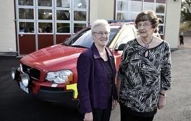 AKTIVA Gunvor Blomqvist och Aida Andersson är veteraner i Hammarlands damavdelning, på den här arkivbilden från 2015 står de vid den bil som avdelningen samlat in hälften av pengarna till.