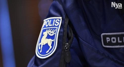 DRIVER OMKRING Polisen har noterat att minderåriga, vissa yngre än 15 år, driver omkring i Mariehamn nattetid.