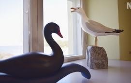 FÅGLAR Synnöve Nordström gjorde träskulpturer av de fåglar som finns i Kalevala.