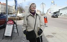 PÅ VÄG Dagens ålänning heter Anna-Lisa Erikson och hon är på väg till frisören, hon råkar nämligen fylla år snart.