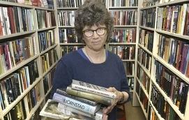 KAN KODEN Alla Sottungabor som vill får koden till biblioteket numera och kan komma in och lämna tillbaka och låna när de vill. På måndagar finns Birgitta Saurén på plats.