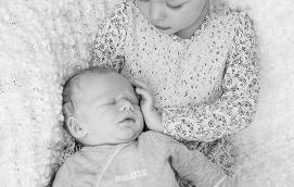 Jannica Söderlund och Niklas Eriksson i Mariehamn fick sonen Elliot den 24 april. Vid födseln vägde han 3890 gram och var 52,5 cm lång. Storasyster heter Felicia.