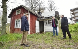 """INTE ÖVERENS Folke Wickström och Jerker Örjans vill k-märkning, medan Leif Ahlqvist vill riva innan någon kommer till skada. """"Först när huset är borta kan vi tänka framåt"""", säger han."""