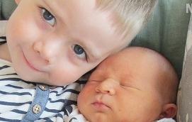 Det här är Arvid, född den 16 maj klockan 01.32 med längden 55 cm och vikten 4590 gram. Storebror är Dan, 3 år. Föräldrar är Mikael och Petra Eriksson, familjen bor i Jomala Norrsunda.