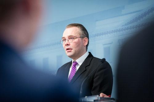 Jussi Niinistö (Blå).