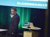 Vd Peter Wiklöf berättade bland annat om bankens inriktning på hållbarhet för stämmodeltagarna.