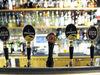 Ålands Näringsliv kritiserar landskapets långsamma hantering av den nya alkohollagen. När den trädde i kraft i riket innebar det ökade kostnader för åländska restauranger.