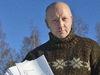 Anders Uppgårdh har genom årens lopp agerat aktivt för att de drabbade av bokföringssvindeln ska få ersättning. Han anhöll om att få företräda bolaget Ålands Maskinservice i penningtvättsrättegången, men fick nej i både tingsrätten och hovrätten.