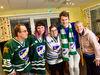 Här ser vi de åländska hockeysupportarna som reste över till Avesta för att heja fram sin favorit, Niclas Hero. Från vänster: Janne Danielsson, Emelie Ahonen, Hilda Gustafsson, Anton Söderlund och Johanna Ståhlberg.