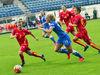 Att likställa dam- och herrmästerskap i bland annat fotboll i statsrådets förordning om idrottsevenemang av allmänintresse är viktigt. På bilden åländska Adelina Engman som brukar representera Finlands landslag, här i en match mot Montenegro i EM-kvalet 2015.