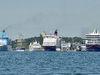 Tallink Silja och Viking Line har drabbats av massavbokningar till följd av spridningen av covid-19 (nya coronaviruset).   Enligt rederierna rör det sig om tiotusentals avbokningar.