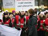 """""""Sluta applådera - höj lönen i stället"""". Det är en uppmaning som återkommande basunerats ut på sociala medier av sjukvårdspersonal som svar på hyllningarna av de som arbetar på fronten av coronakrisen. Bilden är från Tehys demonstration 2014 där man krävde högre löner för sjukskötare."""