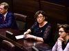 Veronica Thörnroos (C) sade i lagtingets spörsmålsdebatt i går att det gäller för landskapsregeringens ledamöter att skärpa till sig och följa de rekommendationer som finns.