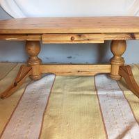 Soff/matbord i gedigen furu ink matta