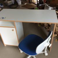 Skrivbord och stol